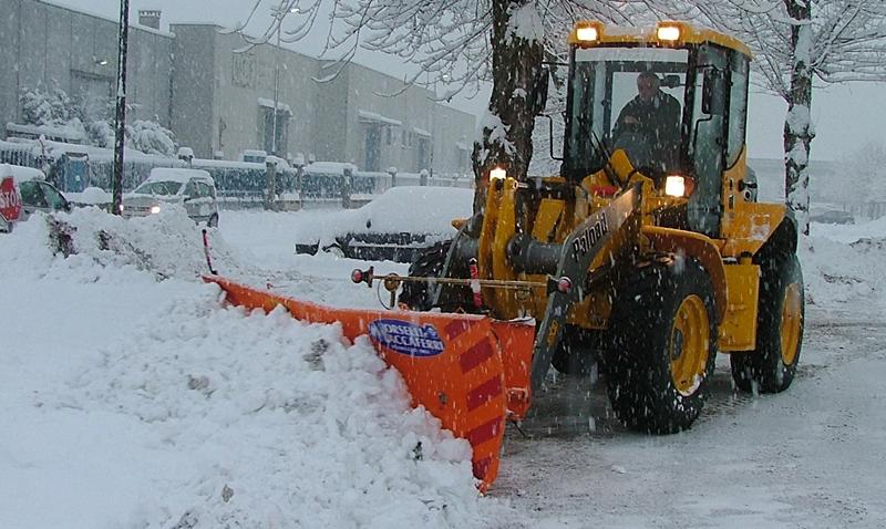 Работа спецтехники в зимнюю пору - утилитарные советы